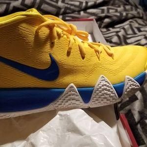 buy popular 62f83 5fd5b Nike kyrie Irving 4's kix NWT
